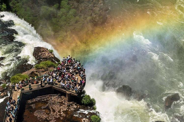 Cataratas do Iguaçu recebem mais de 22 mil visitantes no feriado do Dia do Trabalho