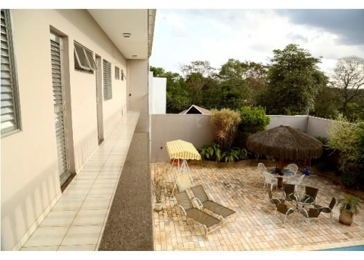 Vende-se sobrado com piscina no centro de Foz do Iguaçu
